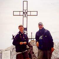 Grinsemänner auf dem Gipfel (c) by an unbekannte Lady